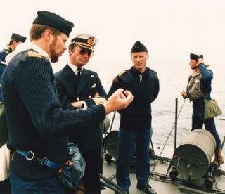 Je suis en train de décrire à sa majesté le Roi de Suède comment protéger le pays